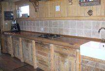 Keuken van www.logbuilding.nl / Pimp u oude keuken op, door de kastdeurtjes, aanrechtblad, enz. te  vervangen op maat en naar uw stijl. Kan natuurlijk ook helemaal nieuw gemaakt worden.