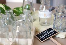 """Mini Lecheras - floreros cuquis / Hemos llamado a estas pequeñas botellitas de cristal """"floreros cuquis"""" porque son tan monos... Nos encanta su versatilidad: Para los baños más vintage recuerdan a los frascos antiguos de los mejores perfumes. Listas para llenarlas de jabón o para guardar sales de baño. Una bonita botella de cristal para rellenar de especias o aceites y decorar la estantería de tu cocina."""