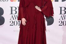 robes rouges des célébrités et des stars / La mode et la tenue des stars (sur le tapis rouge )est une célébration du meilleur style pour tout le monde. J'aime des codes des robes rouges.
