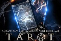 Le Tarot de la nuit / Le Tarot de la Nuit is Alexandra V Bach and Carole-Anne Eschenazi much anticipated tarot deck ! Coming through Lo Scarabeo (end of 2017 / early 2018)  http://bit.ly/290Am9o