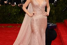 Met Gala 2014 / The best dress arriving in the opening night of the Charles James: Beyond Fashion exhibition.