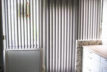 Verticale lamellen | Raamidee.nl / Kunstof (PVC), aluminium of stof verticale lamellen helemaal terug van weggeweest, moderne stoffen en materialen van deze tijd zetten de verticale lamellen weer op de kaart. Vooral voor grotere raampartijen is de verticale lamel de perfecte oplossing! lamellen zijn verkrijgbaar in de volgende breedtes; 52mm, 70mm, 89mm en 127mm.