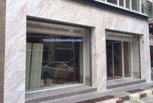 หินอ่อนไวท์วอลากัส (White volakas) งานตกแต่งผนังซุ้มเสา ด้านหน้าตึก ของช็อปขายของ / หินอ่อนไวท์วอลากัส (White volakas) งานตกแต่งผนังซุ้มเสา ด้านหน้าตึก ของช็อปขายของ