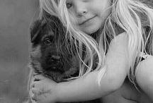 <<Дети и животные # Kids and animals>> / Все дети без исключения обожают животных, как, впрочем, и животные - маленьких детей.