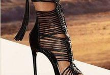 Sepatu tumit tinggi