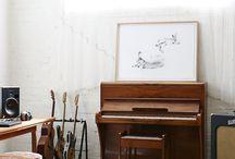 Music room / Room for music like another one, not look like a recording studio.  Chambre ou pièce dédiée à la musique ne ressemblant pas à un studio d'enregistrement.