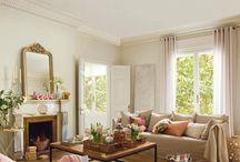 Vysoké stropy nás baví! / Byty s vysokými stropy nemusí být vždy studené a neútulné. Nechte se inspirovat španělským bytem, kde designéři řeší i takový detail, jakým je nápis love u zrcadla. Vybírejte z dekorací homelove, který ví co je in.