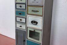 Миниатюрный шкафчик