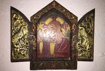 Iconen / Houten, orthodox icoon 1918. Hout, brass en steen. Breedte deurtjes dicht: 17 cm. Breedte deurtjes open:30 cm. Hoogte: 25 cm
