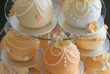 Baubles cakes