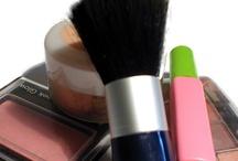 Makeup / by Najma Tatiana