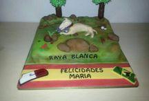 TARTA MOTIVO CARRERAS DE GALGOS / Tarta realizada por Luxury Cakes Bakery. #Tartas Toledo; #tartas aficiones Toledo; #tartas fondant Toledo
