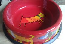 CAT and DOG BOWLS at Enamel Cottage / Cats and Dogs Enamel Bowls by SMALTUM for Enamel Cottage. These sturdy heavy duty enamel bowls are designed to stay put! The bowls come in two sizes with rubber strip over the bottom's edge to protect your flooring. Quirky designs and dishwasher safe..