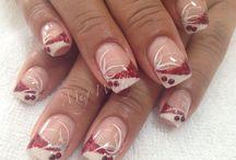 Nina och mamma naglar