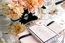 Table Setting Ideas / I love beautiful table settings.  Here's some lovely ones for you to view. Get inspired so that your next dinner party is a huge success. Decorate with dinner napkins and floral arrangements
