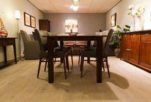 Eiken plankenvloeren / Ulvenhout Wooncenter verkoopt, naast meubelen, nu ook eiken plankenvloeren. Bij plankenvloeren staat de structuur van in wildverband gelegde planken op de voorgrond. De planken worden voor de greep gepakt en zonder enig patroon in de plankenvloer gelegd. De mate van structuur bepaalt u zelf door keuze van selectie van het hout. Ook kunnen de vloeren worden gerookt, waardoor er een hele natuurlijke uitstraling ontstaat.