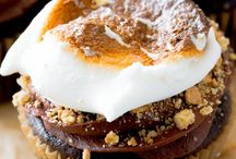 Marsmallows filled with s'mores cupcake
