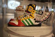 ShoemaniaQ - Museum / Vous êtes à la recherche d'une paire de Sneakers qui ne passera pas inaperçue à vos pieds. Retrouvez ici une sélection de nos plus belles paires de baskets disponible sur ShoemaniaQ.com