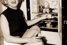 Marilyn Eats / Pictures of Marilyn with food or drinks