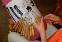 Lacemaking Courses and Schools / Schools that offer regular classes in lacemaking, or periodically offered courses.