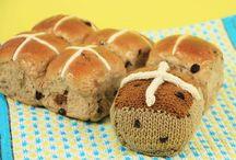 crochet hot cross buns