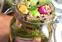 Pickle Pickle Salad / Easy pickling & salad recipes.