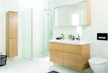 Kylpyhuoneen valaistus / Kylpyhuoneesi tunnelma määräytyy paljolti sen mukaan, millaisia värejä käytät. Toinen tunnelmaan vaikuttava tekijä on valaistus. Hyvässä kylpyhuoneessa on kahdenlaista valoa. Perusvalonlähteeksi kattovalo, joka toimii yleisvalona, sekä kohdevalot.