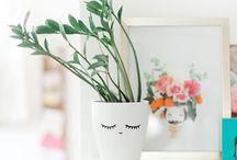 Rośliny we wnętrzach / zbiór inspiracji z wykorzystaniem roślin w urządzaniu wnętrz, minimalizm, styl skandynawski, stare meble, książki