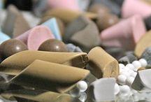 Gleitschleifkörper / Die beste Anlage nutzt nichts, wenn die Parameter der für den Prozess verwendeter Schleifkörper und Compounds nicht richtig abgestimmt sind. Wir bieten hochwertige Keramik und - Kunststoffschleifkörper, sowie eine große Bandbreite an Compounds und Polier -oder Trockenmittel.