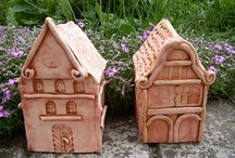 keramické vázy a domečky