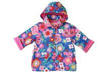 Toby Tiger / I když prší či sněží tak můžou vaše děti vypadat stylově. Se značkou Toby Tiger zazáří a zároveň budou chráněny proti nepřízni počasí. Kvalitní a barevné produkty rozveselí chmurné počasí a vaše děťátko bude v teple. Připravte se na podzim a zimu již nyní.