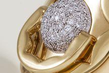 "Jewelry - Dodo Dummy Diamond & Pure Gold / Dodo Dummy Diamond & Pure Gold. ""Unprecedented pureness and brightness"". The world´s most expensive baby dummy."