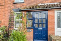 Seahorse Cottage / A deceptively spacious mid terrace holiday cottage in Winterton-on-Sea on the Norfolk Coast. Sleeps 6.