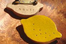 SCHMUCK // Broschen :: JEWELLERY // Brooches / gezeichnete Broschen, außergewöhnliche Schmuckstücke, lustige Broschen :: drawn brooches, extraordinary pieces of jewellery, funny brooches