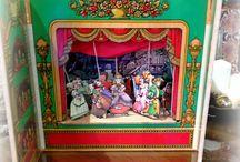ANTIGUO TEATRO MARIONETAS / Este teatro de marionetas es de primeros de los años 80 creado por la empresa barcelonesa Cabirol siendo el diseño de personajes y escenarios de Josep García,y representa el cuento de la Cenicienta,