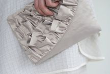 Bags with Texture / A variety of practical and beautiful bags and storage solutions. Create your own with free and designer quilting and sewing tutorials and patterns pinned here.