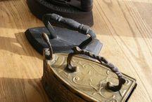 Old  Irons / Régi vasalók, vasaló tartók, vasalódeszkák és plakátok gyűjteménye