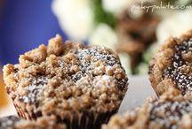 Cupcakes / by Annika Yerushalmy