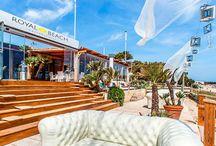 Mallorca beach club / Beach clubar på Mallorca har på senare år öppnats med olika design, pooler, musik och mat. Anordna events eller slappna av på spa går också på vissa av klubbarna. Trendiga, lyxiga och snygga ligger de utmed Medelhavets kust och vi hoppas att ni hittar er favorit med hjälp utav vår guide. Palma med omnejd dominerar utbudet men det finns ett antal till som ni inte bör missa.