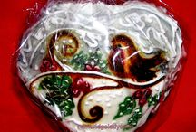 Christmas and Easter Cakes and Cookies / Gingerbread Cookies are hand painted with Royal Icing