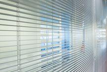 Stores cloisons / Pose à l'intérieur du double vitrage ou en applique à guidage pontet