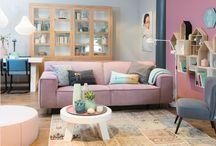 Stijl Studio: Romantic / vtwonen Stijl Studio 'Romantic' is niet tuttig of zoet. Het romantische van deze stijl zit 'm in de details en kleuren. De zachte pastellen worden stoer in combinatie met robuuste vormen en fris, blond hout. De materialen zijn aaibaair zoals vilt, wol en linnen.  Met sfeervolle stillevens en creëer je een vrouwelijke touch.    / by Eijerkamp - Wooninspiratie, tips & trends