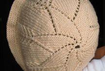 pletené čiapôčky,svetríky, súpravičky