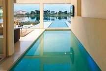 БАССЕЙН.примеры / Интересный дизайнерский приём - стены помещения бассейна уходят в воду.
