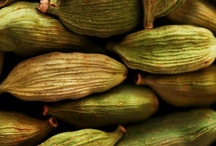 Cardamome / La cardamome est une plante vivace qui pousse au cœur d'une forêt humide et montagneuse de Thaïlande. Le fruit est une sorte de capsule ovale allongée, s'ouvrant par trois valves et portant une vingtaine de graines. (M.Faucon)