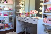 Makeup Organization / Great DIY Makeup Organization Ideas, From Cheap Projects For Building A Vanity Or A Bathroom Drawer, Or Using A Mirror From The Dollar Store, To Tips And Storage Solutions For Make Up On Dresser.  Use Mason Jars Or A Palette, Or Stuff From Ikea To Make Your Organizers And Containers Unique And Beautiful.  Great Ideas For Making The Most Of Your Countertop In Your Dorm At College, And Hacks For Storing And Organizing Brushes And Makeup Products.