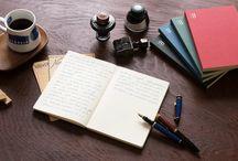 使いやすさにこだわった「BOOK NOTE(ブックノート)」 / 創業70年の渡邉製本がこれまでの経験を活かし、「使いやすさ」にとことんこだわったノートを作りました。 書く楽しさ、造本の美しさ、本づくりに対するひたむきな想いが詰まった、あなたをちょっと豊かにする「BOOK NOTE(ブック ノート)」です。