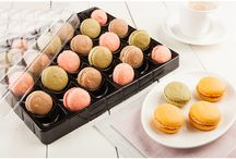 Shock Safe To Go Macaron Packaging / Our plastic macaron packaging comes in a wide variety of sizes from small to very large. Each of these great macaron packages are made of recyclable, yet durable, plastic. Each package is designed with a high attention to detail, so you can make sure that your delicate macarons are safe. Although these are designed for macarons, many other cookies, pastries, and other treats can fit in these containers.