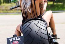 Luxusní motorky a ženy