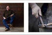 MANISCALCHI (FARRIERS) Fotografie di Nicola Ughi / dittici su carta cm 40x40, quadri finiti cm 50 x 100 Maniscalchi è un singolare progetto fotografico che nasce dalla volontà di dare voce e visibilità ad un mestiere che – come a volte si dice – è un'arte. Nicola Ughi unisce una forte motivazione documentaristica ad una spontanea ricerca estetica.